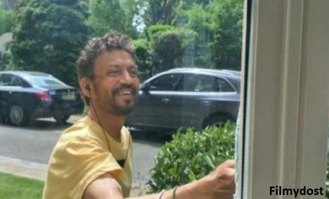 Actor Irrfan Khan Returns to Twitter With a New Pic Amidst His Fight Against Cancer